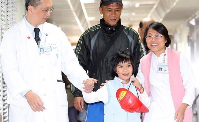 臺南地震幸運生還的8歲女童林素琴出院