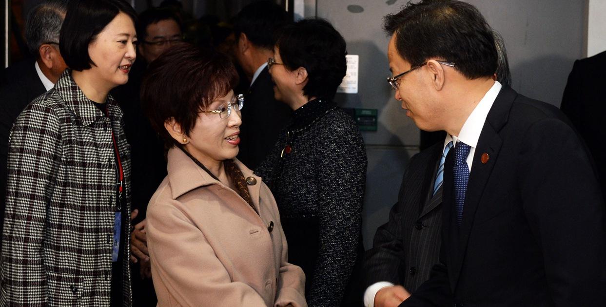 洪秀柱率中國國民黨訪問團抵達南京