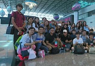 台湾学生在桃园机场集合