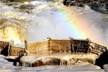 冰瀑玉壺景壯美