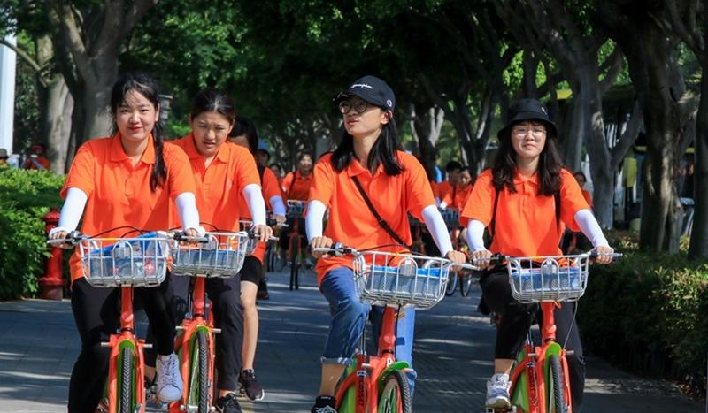 海峡两岸女大学生骑行活动在厦门海沧举行