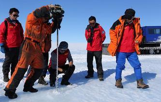 中国科考队在南极冰盖发现蓝冰机场选址区