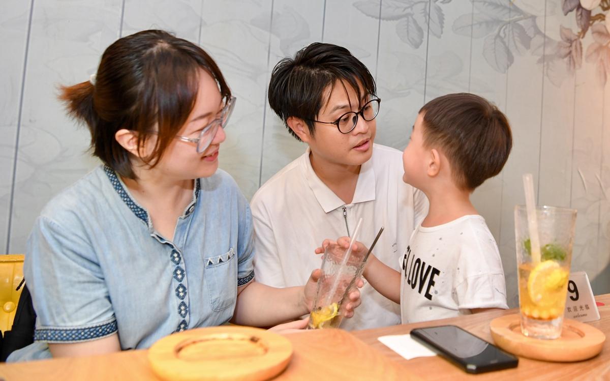 跨越海峡:闽台夫妻携手设计人生