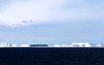 """""""雪龍""""號進入南極圈 將開展卸貨作業"""