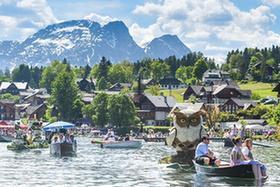 奧地利:花船巡遊水雲間