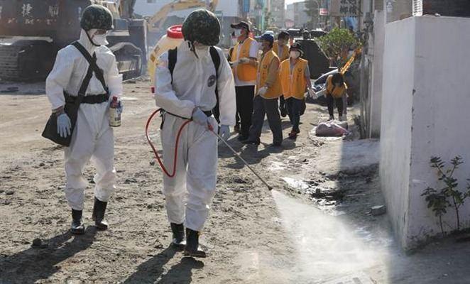 臺灣地震搜救結束 臺軍化學兵進駐災區消毒