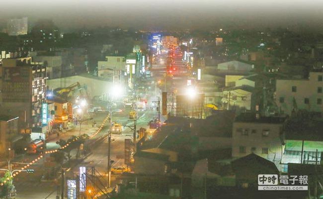 臺南地震倒塌大樓一夜夷平 被截斷道路通車