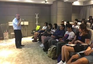 新华网融媒体未来研究院院长杨溟为台湾学生讲课