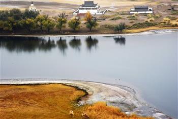 碧水和流線畫出美麗巴丹吉林