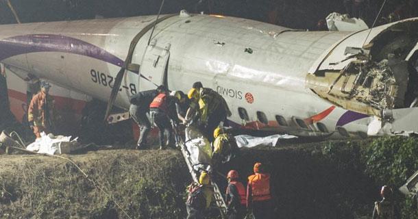 台湾复兴航空飞机坠河
