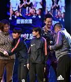鏗鏘玫瑰——瓊中女足:瓊中女足,一支誕生于貧困縣瓊中的足球隊。9年來,這群年輕女孩用青春和汗水創造奇跡,博得世界對海南和中國女足的關注。