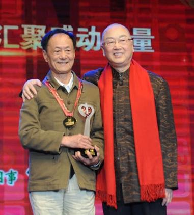 """熊貓爸爸——陳玉村:熊貓佔據了他大半輩子的時光,72歲的他,一直在鎂光燈後,30年來不舍不棄,默默守護著明星熊貓""""巴斯""""。"""