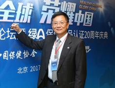北京大学工学院副院长陈峰在签字板留念