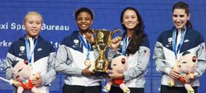 世界擊劍錦標賽中國女佩男花均一劍險勝挺進八強