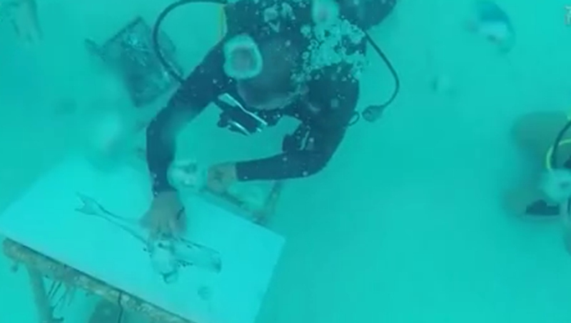雅趣!海底作畫 古巴藝術家水下6米炫技