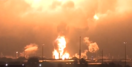 美國費城一家煉油廠發生大火