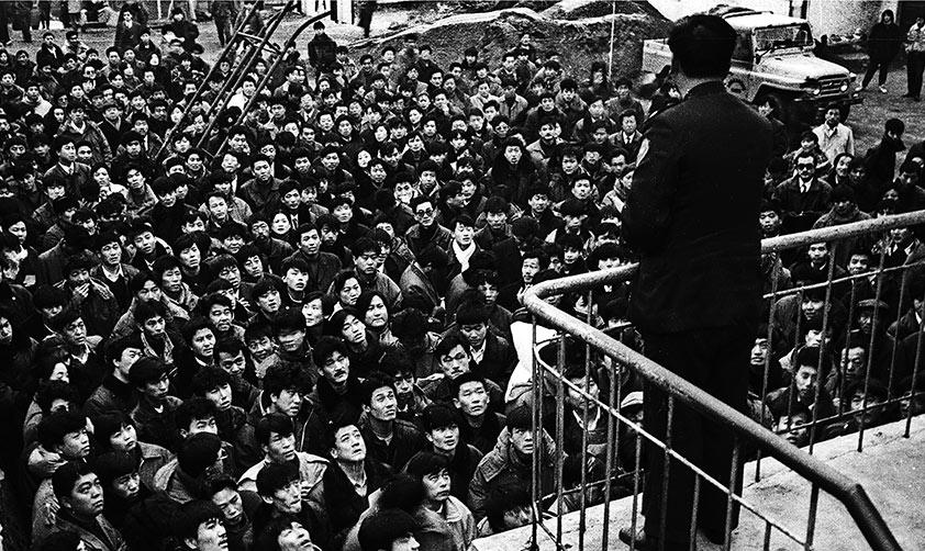 一大早,大連山道溝考場擠滿了報名參加駕校考試的學員