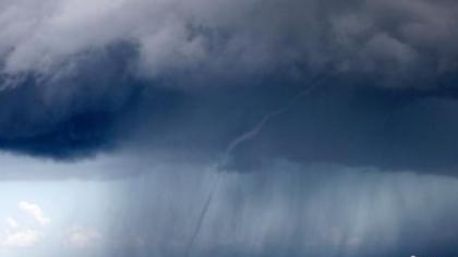 美國:新奧爾良出現巨型水龍卷