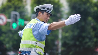 """""""網紅""""交巡警的最後一班崗"""