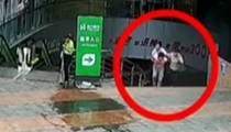 貴州仁懷:男子突發疾病暈倒 警民合力救援