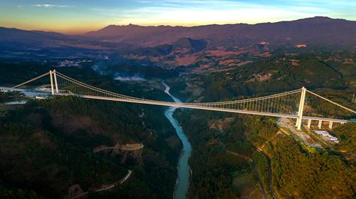 雲南龍江大橋:一橋架南北 天塹變通途