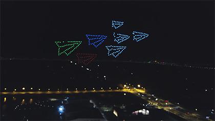 迎國慶 南京高校300架無人機上演酷炫燈光秀