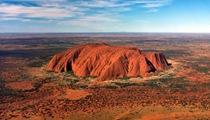 澳烏盧魯巨石正式禁止遊客攀登
