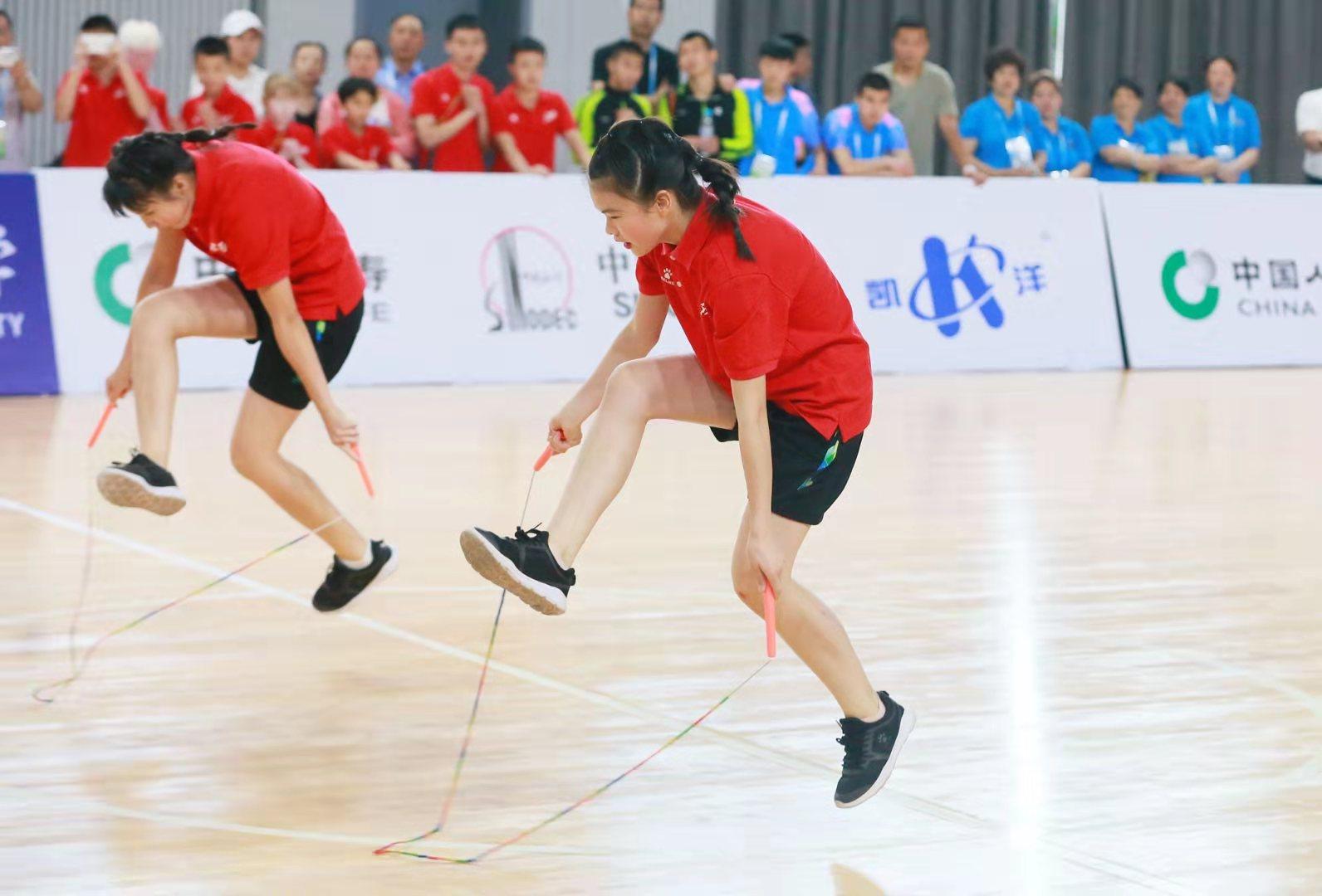 這群盲童不簡單!組團玩轉高難度花樣跳繩