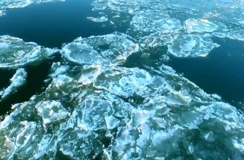 """黑龍江現""""跑冰排""""景觀 呼瑪江段進入冬季流冰期"""