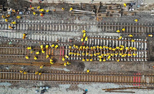 你見過鐵路更換道岔嗎?航拍京廣線集中修現場