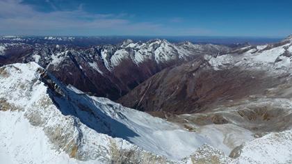 航拍達古冰川:最近的遙遠