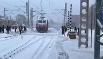 K7155次:積雪覆蓋鐵軌 司機降速保安全