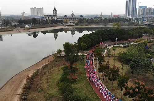 3000余名戶外徒步愛好者齊聚武漢體驗運動之樂