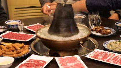 【視頻】北京冬天的味道——銅鍋涮肉