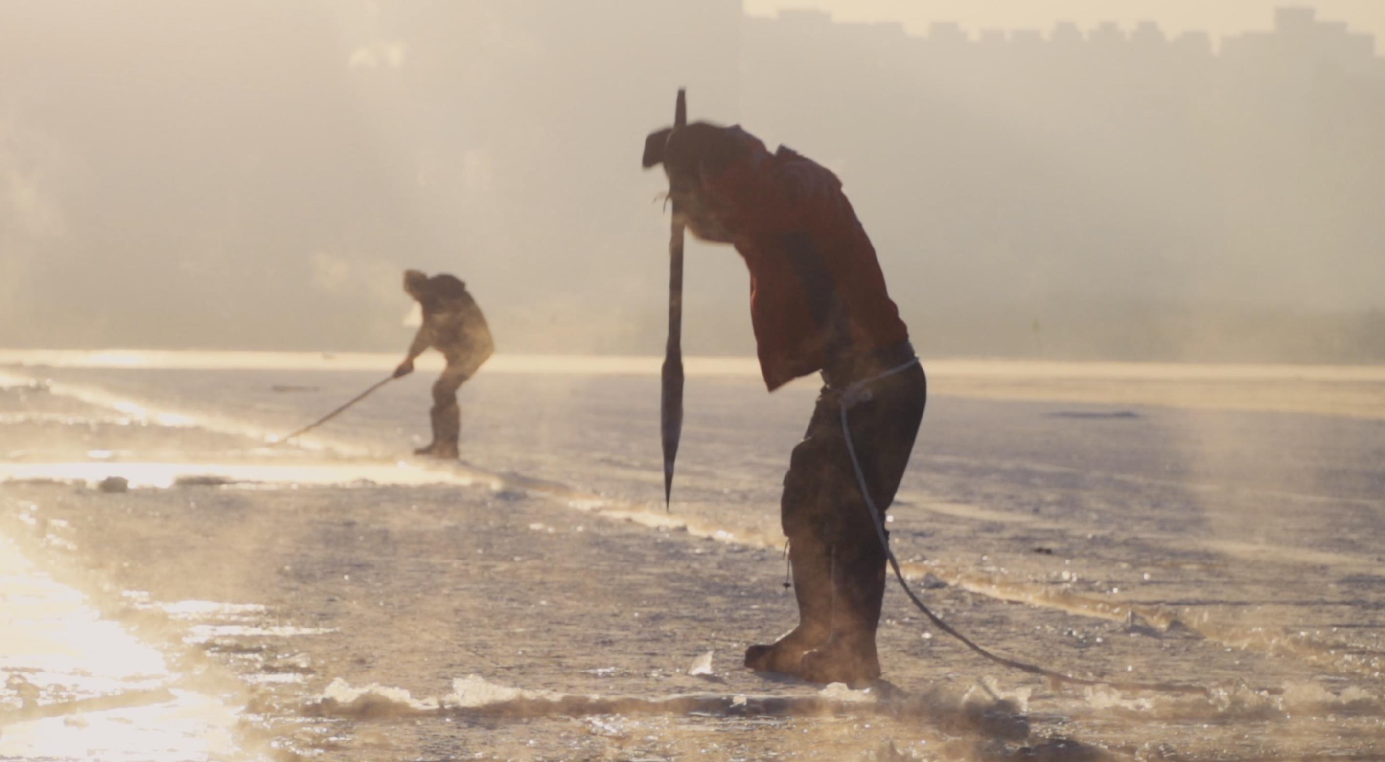 冰水餃子、潑水成冰...這些吃法玩法盡現首屆哈爾濱採冰節