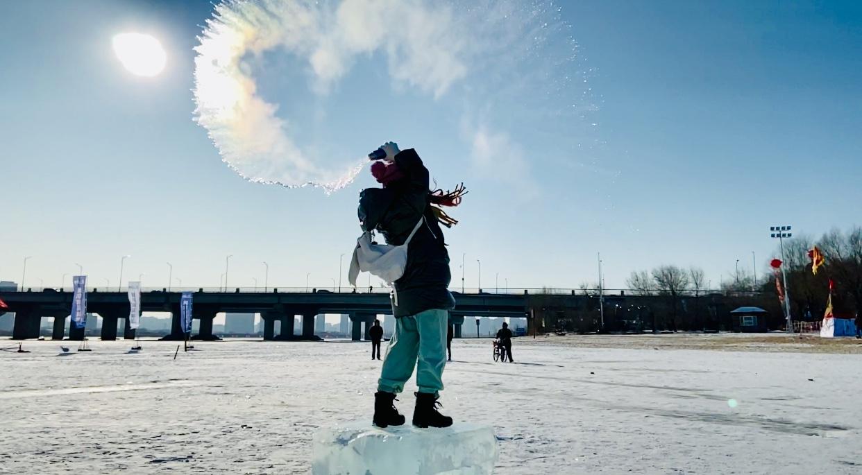 """坐標哈爾濱,記錄""""百人潑水成冰"""""""