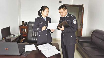 """彭雅婧:自帶""""人臉識別""""的追逃女警"""
