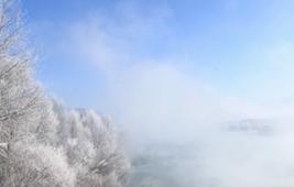 青海貴德:黃河岸邊現霧凇美景