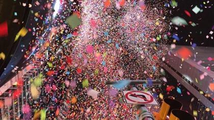 紐約時報廣場測試跨年夜彩屑效果