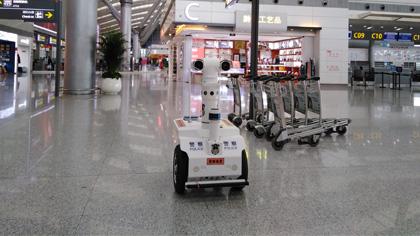 硬核防疫 測溫巡邏機器人亮相