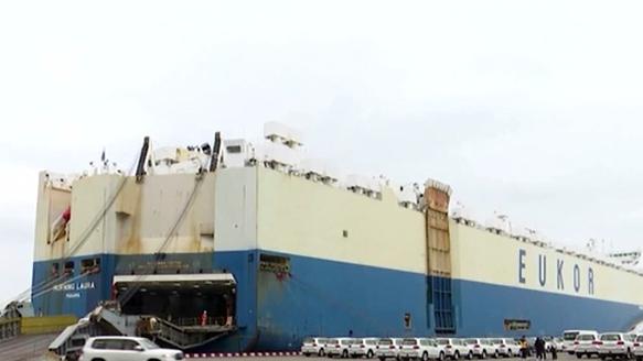 海南首批滾裝運輸平行進口汽車順利抵港