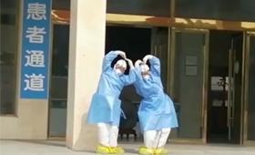 """開心到飛起!護士跳起""""天鵝舞""""為患者送行"""