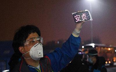 集中分流 安全交接—北京滯留湖北人員陸續抵京