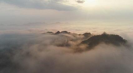江西永新:天忽作晴山卷幔 雲猶含態繞三灣