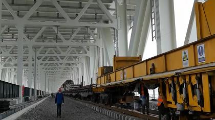 重點工程進行時:五峰山長江大橋主橋單軌鋪軌完成