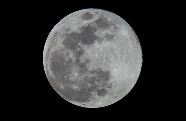 """40秒帶你看2020年第四次""""超級月亮"""""""