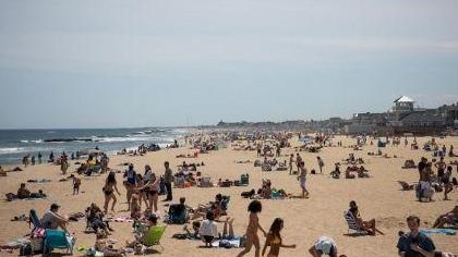 美國:公共假期來臨 多州海灘開放人滿為患