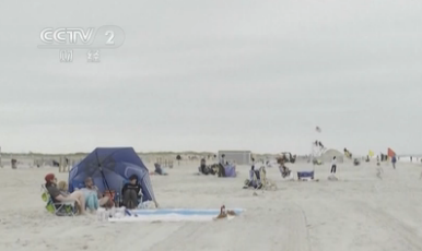 公共假期來臨 美國民眾涌向海灘