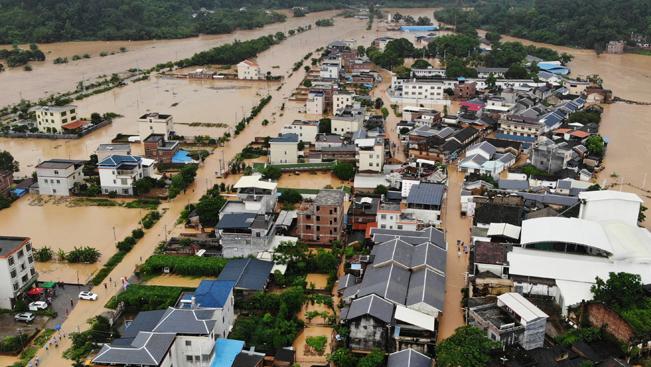 暴雨侵襲廣東梅州 部分村莊被淹
