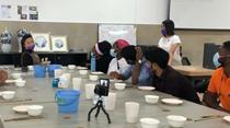 終于能上手做陶瓷了 陶大留學生恢復線下課程